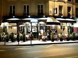 Vue du restaurant de nuit