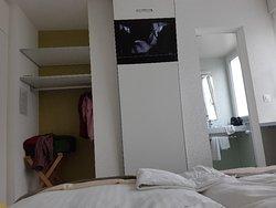 Kleines Zimmer, Strassenlärm, Hitze