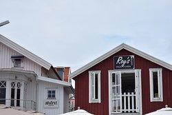En mycket trevlig och idyllisk liten restaurang på smögenbryggan