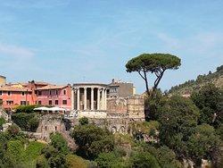 Vista dal parco di Villa Gregoriana
