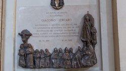 La lapide della tomba del Cardinale Lercaro, uno dei più famosi prelati dell'epoca moderna a guidare la chiesa bolognese.