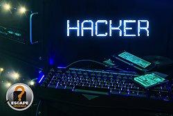 Devenez un espion le temps de 60 minutes pour contrer un hacker de renommée internationale.