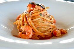 Spaghettone con gambero rosso di Mazara e tartufo nero