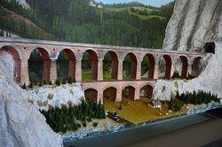 完成当時のカルテリンネ橋を再現