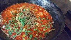大曽根駅と平安通駅の間に位置する中華料理屋さんです。なんと言っても担々麺が美味しい!山椒のピリッとした辛みが効いていてグッドです!ラーメン屋はこの近所に何件かにありますが担々麺を食べるのであればここですね。