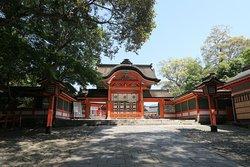 宇佐神宮の本殿上宮、国宝に指定される三本殿がある宇佐神宮の中でも一番華やかな場所とも言えるエリアの入口にある門です。