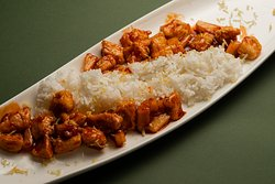 Chicken with rice and pineapples (steamed rice, chicken, canned pineapples, sweet and sour sauce, onion, lemon zest) 345g.