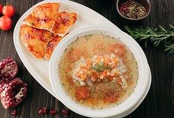 "Рачийский суп с судаком в ресторане ""Тбилисо"""