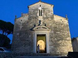 Prachtige Romaanse kerk.