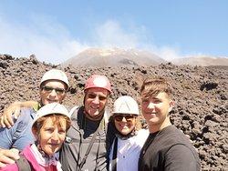La famille des 5,nous avons fait l'excursion le 30 juillet avec Mario e Pietro : merci à eux. 👍🌋😁