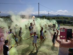 Color party in spiaggia