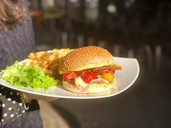 PizzBurg - Restaurant - Paris 15 - Pizza - Burger - Frites - Food - Romaine - Produits frais - Fait maison - Farine bio