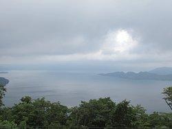 曇っていますが、それでも湖の美しさを鑑賞できました。
