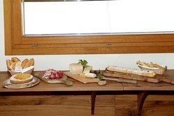 Le nostre colazioni dolci e salate con prodotti nostri e di altre aziende agricole locali.