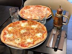 PizzBurg - Restaurant - Paris 15 - Pizza - Burger - Frites - Food - Romaine - Produits frais - Fait maison - Farine bio - Livraison