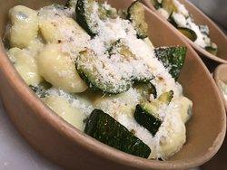 Gnocchis aux courgettes, noisette et Grana padano.