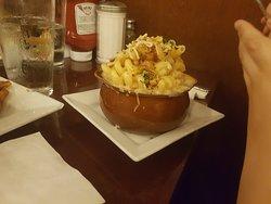 Bon dîner en famille. Service impeccable, serveur souriant et très présent. Prix raisonnable environs 15$ le plat simple.