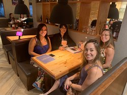 @beckelspizza bom demais! Lugar agradável, atendentes muito bons, pizza e drinks maravilhosos!! Agradecimento especial aos atendentes Emerson e Andreia!! 👏🏻👏🏻👏🏻