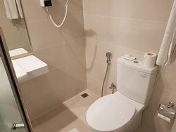 Twin-bed room Toilet