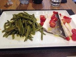 Filetto di orata al vapore con pomodorini e fagiolini