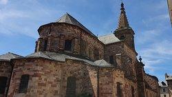 Vue sur les toits et le clocher de l'église du XII ème Siècle