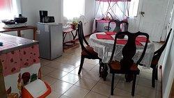 La Casita del Lago,  Casa equipada para 5 personas con dos habitaciones, comedor cocina y area externa.