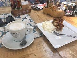 Fijne plek met heerlijke cappuccino en appelgebak