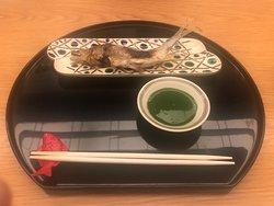 鮎の塩焼き。 grilled ayu fish with salt. water pepper vineger.