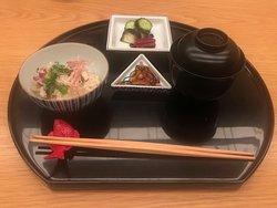 混ぜご飯、香の物、赤だし。 steamed rice,red miso soup & japanese pickles.