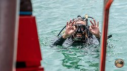 Our instructor Craig is ready to take you on a dive!