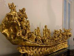 貴重な工芸品の数々が展示されています。