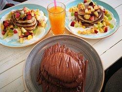 Pancake with yogurt and fruit - Pancacke with Nutella