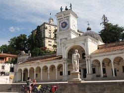 Piazza della Libertà e Loggia San Giovanni