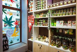 Mops Coffeeshop - Cannabis Store