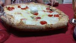 pizza bordo basso con bufala