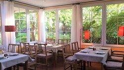 """Por la noche el """"invernadero"""" donde se encuentra el restaurante se llena de reflejos."""