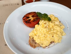 scramble egg on sourdough with Grilled Tomato