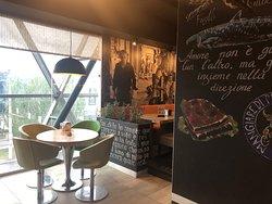 Ресторан Scoozi & Highway с панорамными окнами
