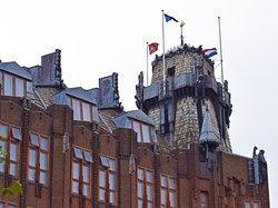 Амстердам. Монументальный морской дом. В стиле голландского модерна