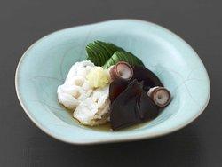 きくらげ 生蛸 蛇腹きゅうり 生姜 蛸の皮をむき、身は生で、コリコリした吸盤はゆでて仕立てました。酸味のある熟成ポン酢につけたきくらげとともにお召し上がりいただけます。  Seasonal Vinegar Dish Fresh wood ear mushrooms preserved in original Ponzu vinegar, and  toss with fresh octopus of Sajima brand and Jabara(bellows) cuts of cucumber. The suckers of octopus boiled but the tentacles in fresh.