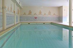 Blick auf den Indoor-Pool
