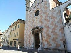 Una delle chiese di Sabbioneta. Piazza Ducale