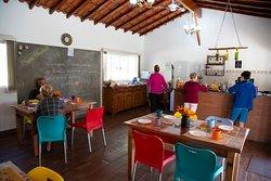 No salão Harmonia, nossos hóspedes podem saborear um gostoso café da manhã e um chá da tarde!! Além disso é um ótimo lugar para quem precisa acessar a internet, para empresas que desejam realizar treinamentos !!!