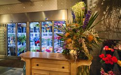 Machine's Florist is open 7 days a week.