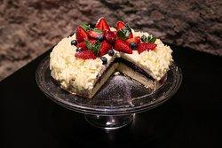 Berry-mascarpone cake