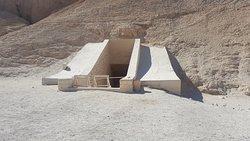 wejście do grobowca