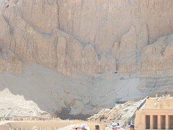 Polscy archeologowie chcą to odbudować tak jak odbudowali Świątynię Hatszepsut w Deir el-Bahariale ale ponoć brakuje bloków wg informacji przewodnika