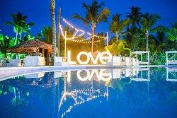 LOVE sign!