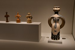 Female  figurines: Cycladic vs. Picasso