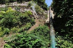 Salto do Cabrito - cesta k vodopádu- potrubí před hydroelektrárnou